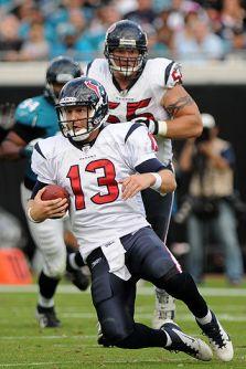 T.J Yates le 3éme <span class='glossary'><a href='/glossaire#quarterback'>QB</a><span class='explanation'><b>Quarterback</b><br/>c'est le stratège de l'équipe. Il décide des tactiques avec ses coachs. Il est chargé de transmettre la balle à ses coureurs et de distiller les passes à ses receveurs.</span></span> des Texans