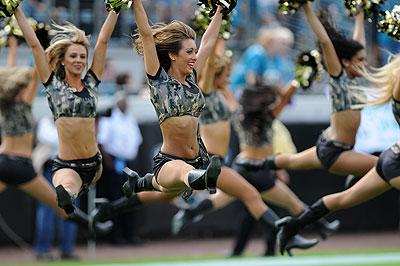 Les danseuses en mode paramilitaire