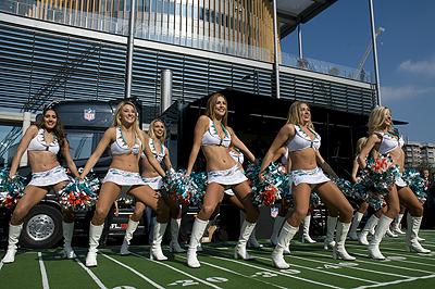 Les cheerleaders des Dolphins ont fait le spectacle à Wembley.