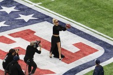Lady Gaga au centre du terrain